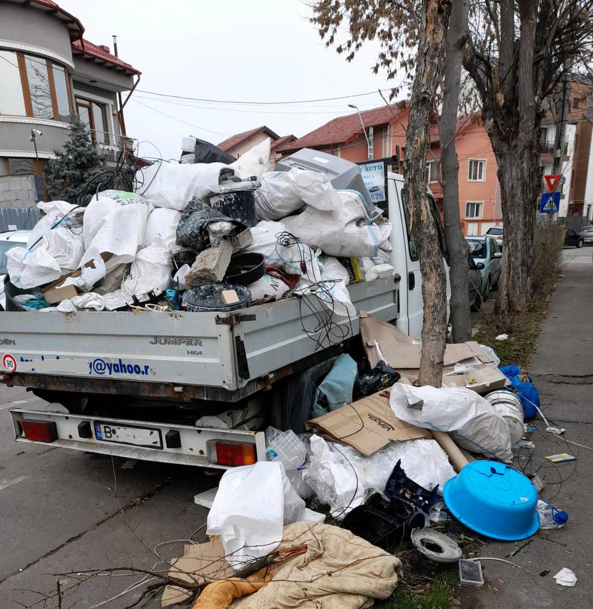 """Sancțiune de 20.000 de lei pentru proprietarul unui autovehicul transformat în """"pubelă de gunoi"""""""