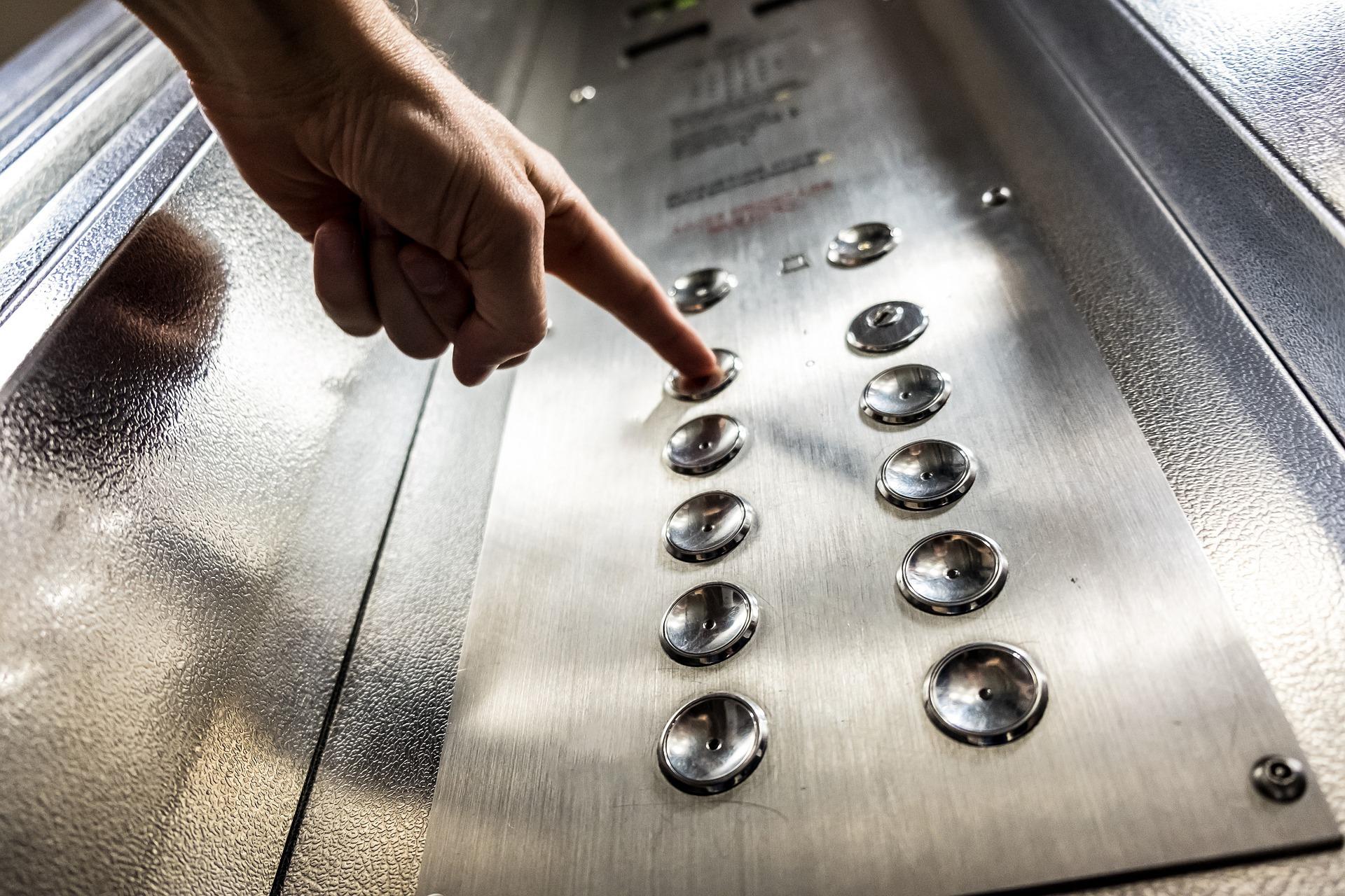 Facem ce am promis: Începem lucrările de modernizare a primelor lifturi din Sectorul 1, gratuit pentru cetățeni